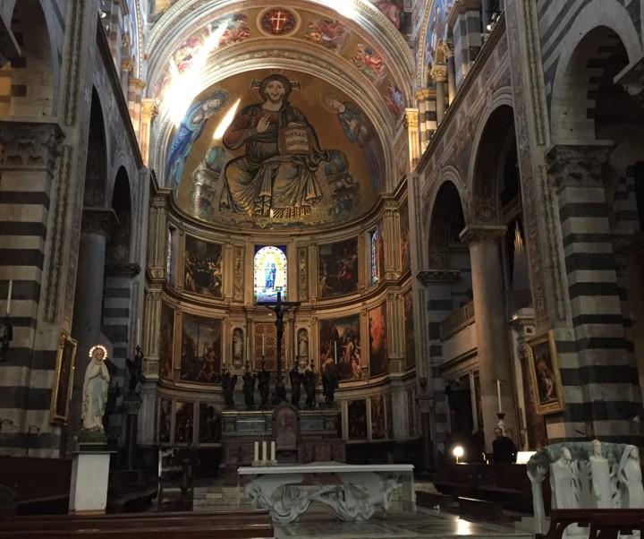 wnętrze katedry w Pizie