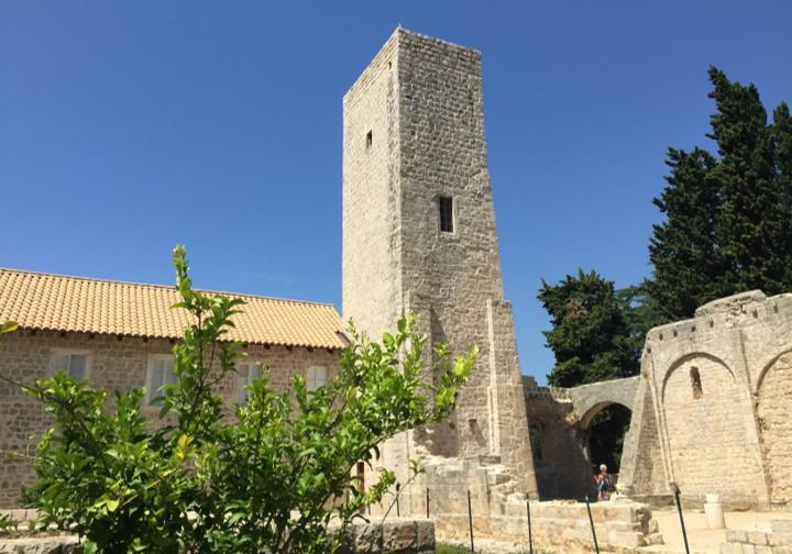 pozostałości dawnego klasztoru