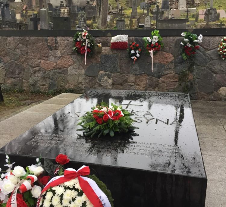 cmentarz na Rossie - Matka i Serce Syna