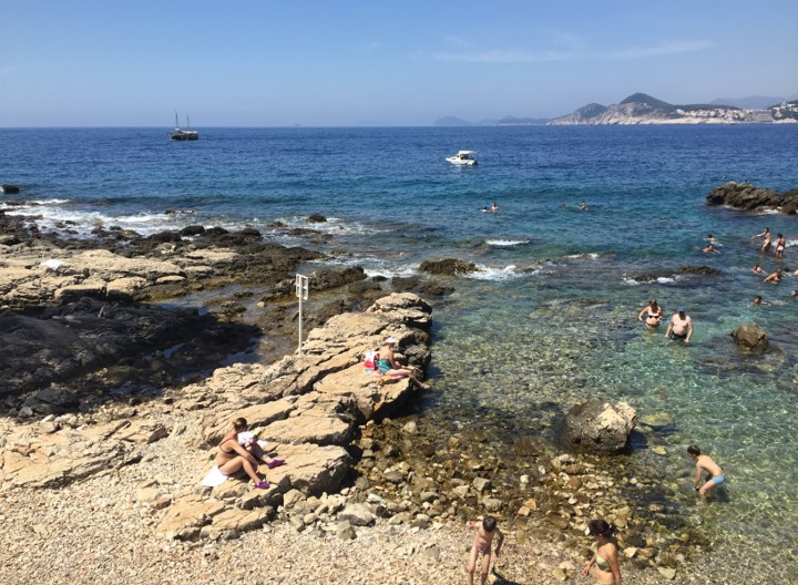 plaża kamienista na wyspie