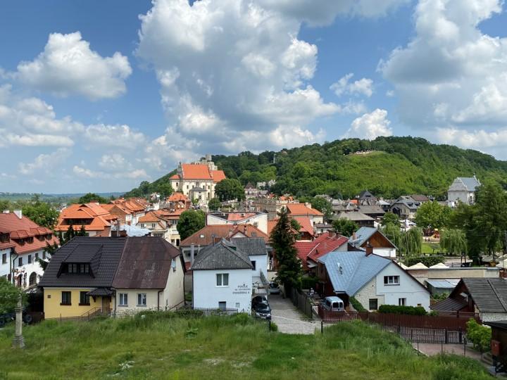 widok na miasto oraz Górę Zamkową i Górę Trzech Krzyży