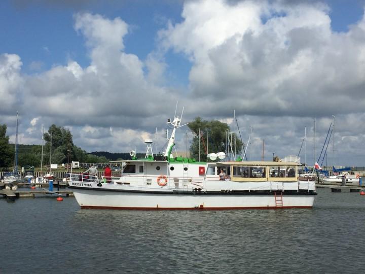 statek wyruszający w rejs po Zalewie Wiślanym