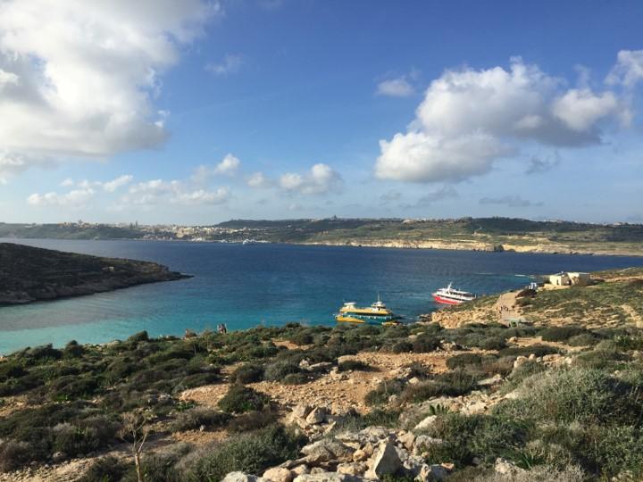 Błękitna Laguna, w tle wyspa Gozo