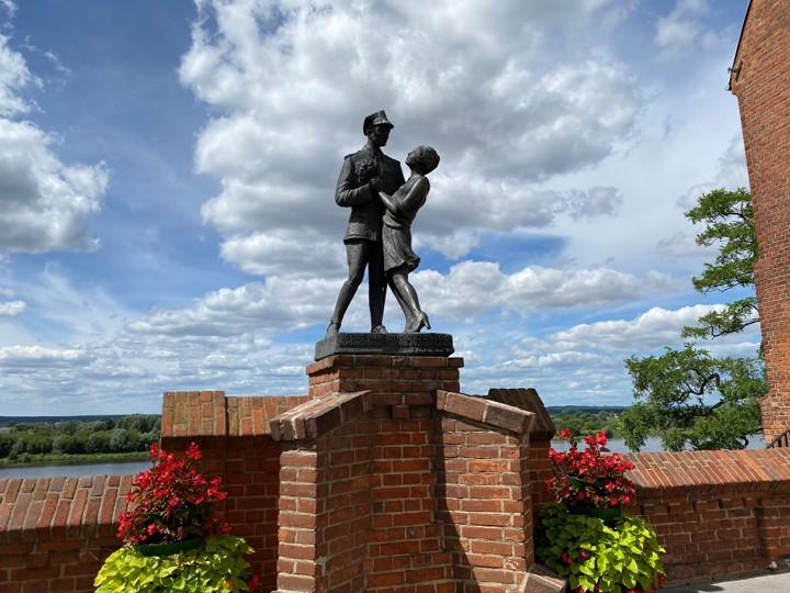 Pomnik ułana z dziewczyną